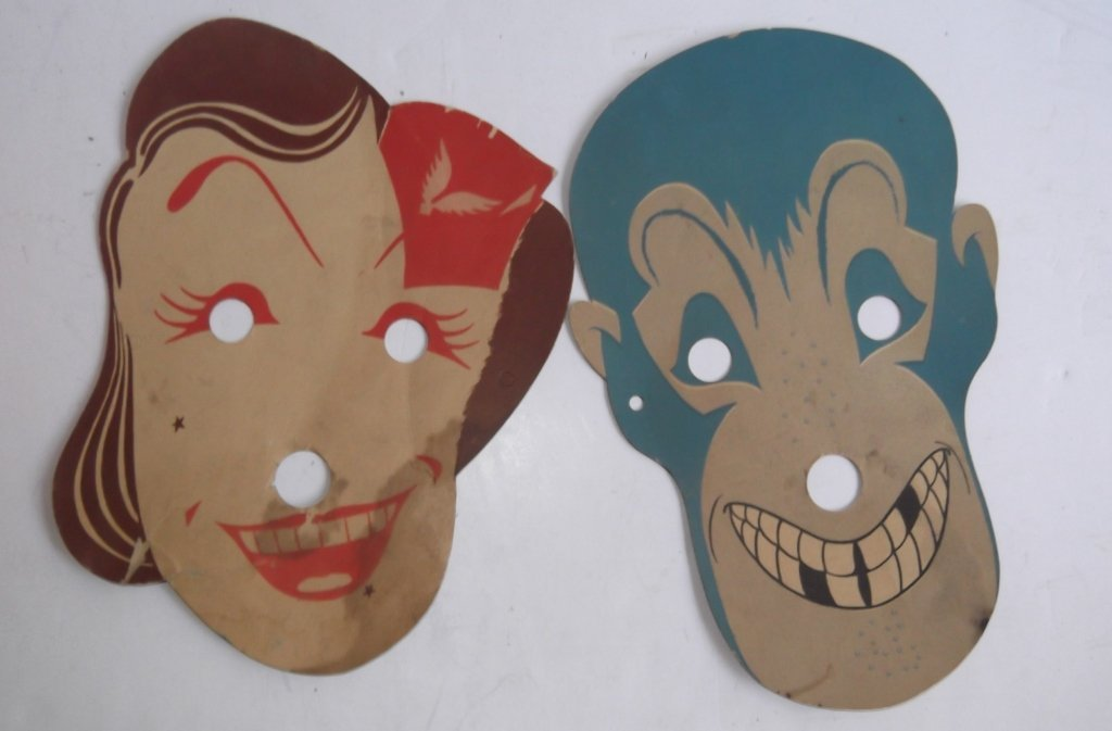 Collection of vintage Halloween items - 10