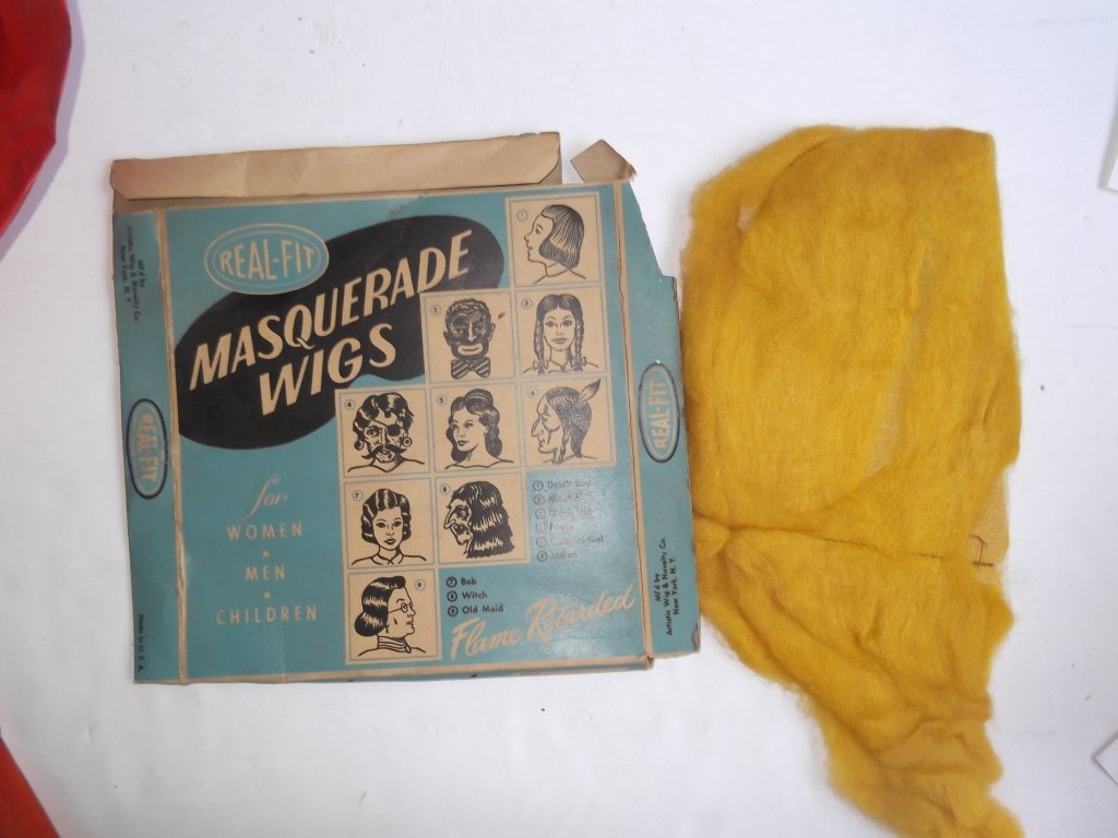 Collection of vintage Halloween items - 7
