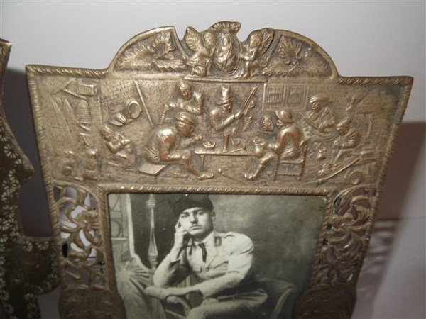 2 19th/20th c. picture frames - 2