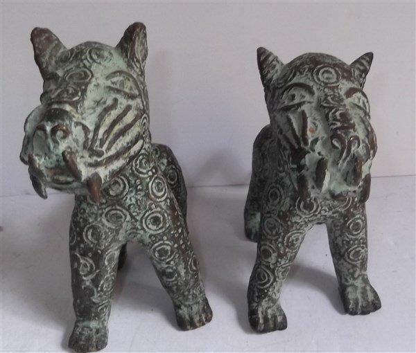2 Benin bronze leopard figures - 2