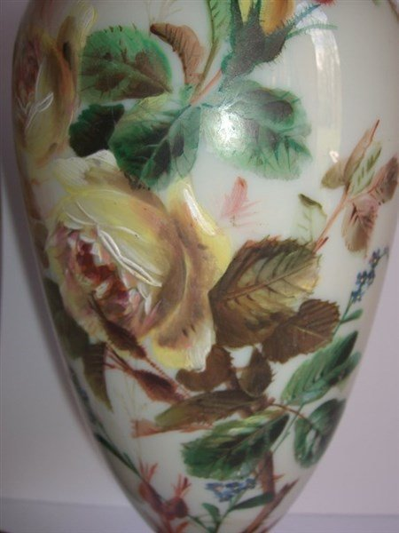 Pair of 19th c. opaque decorated glass vases - 3