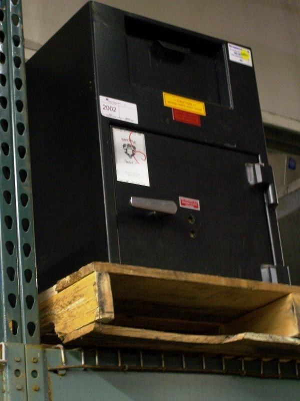 Used Sterling Safe yka926-2536 with Drop Box