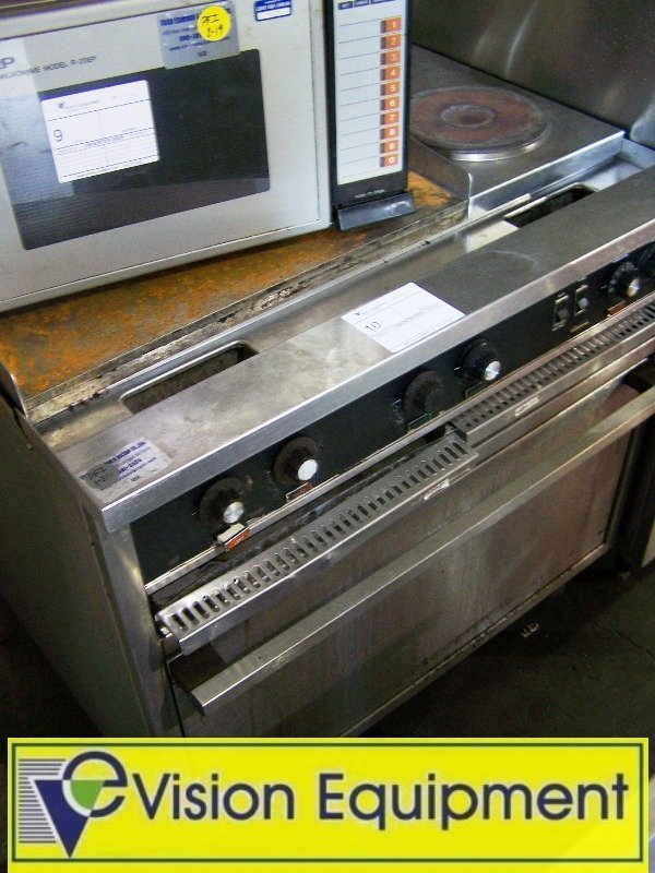10: ToastMaster Electric 2 eye Range/ Griddle and Oven
