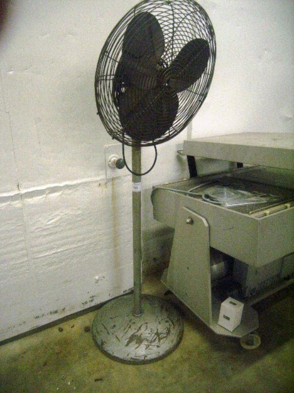 900100: Used 110v Shop Warehouse Fan