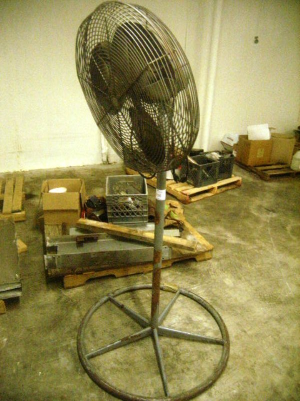 900106: Used 110v Shop Warehouse Fan