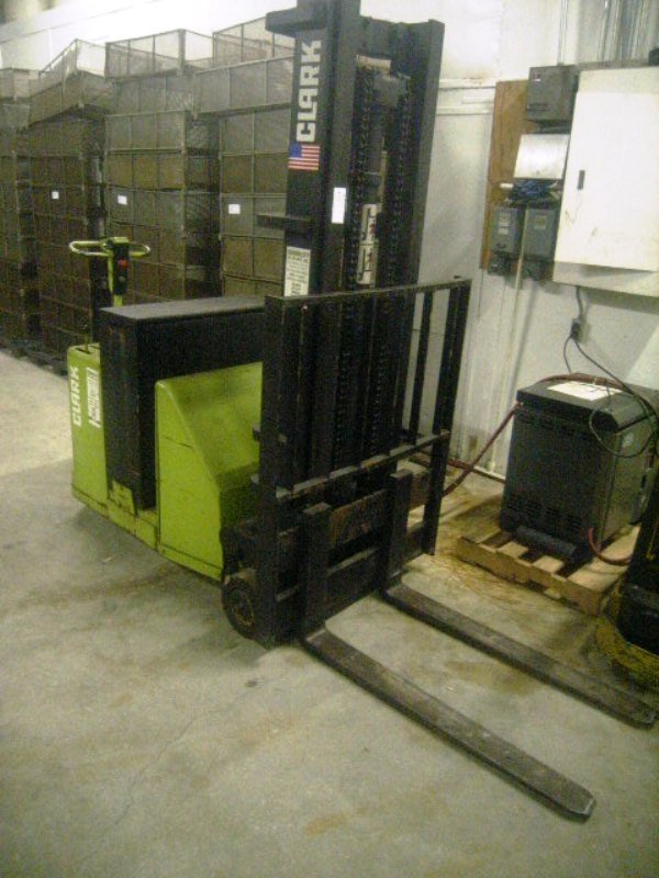 900115: Used Commercial Forklift