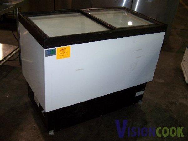 1308: Hussmann Display Ice Cream Novelty Freezer
