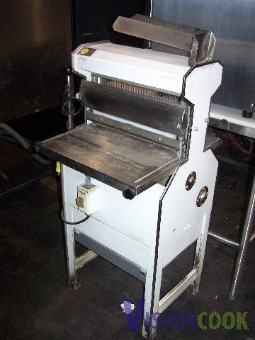 1910: Oliver 777 Commercial Loaf Bread Slicer