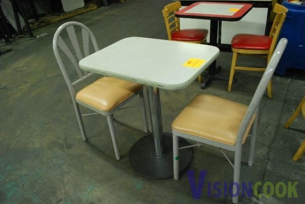 621: Grey Table and 2 Chairs