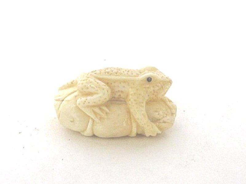 Oriental Detailed Netsuke Frog on Lotus Leaf