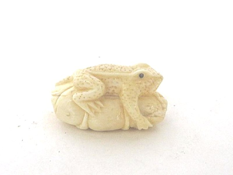 Oriental Detailed Netsuke Frog on Lotus Leaf