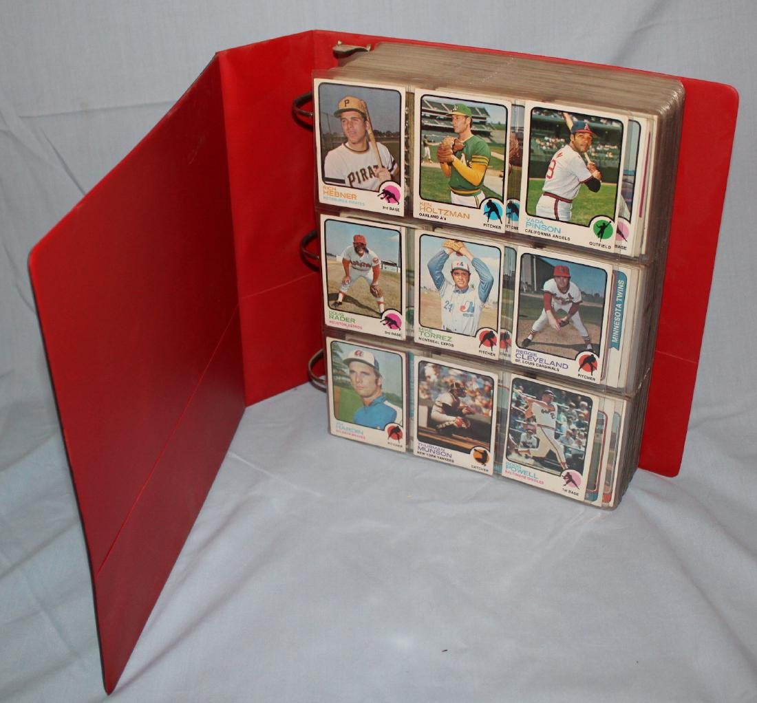 Baseball Card Album Approx. 620 Cards 1977