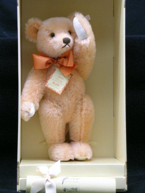 11: Steiff, Teddybar Oranje