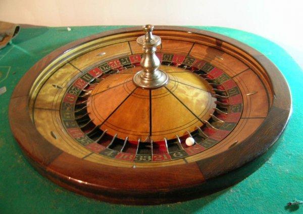 252: Superb Antique Roulette Wheel - 2