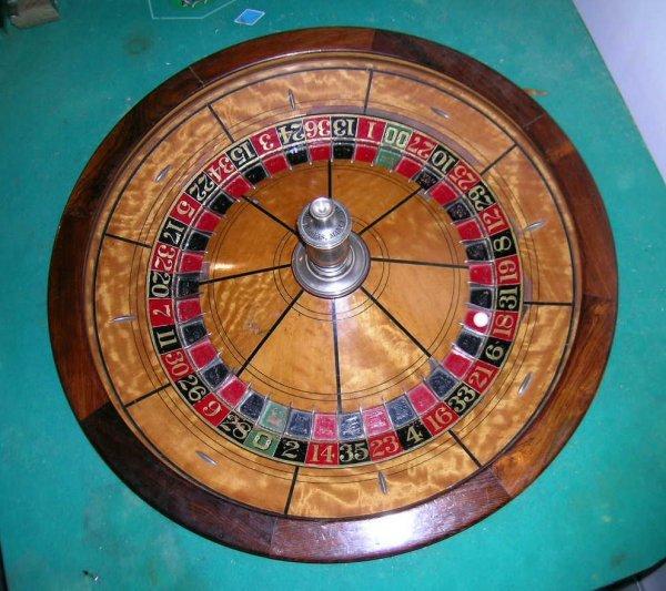 252: Superb Antique Roulette Wheel - 3