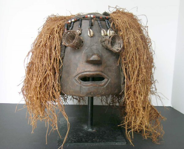 13: AFRICAN MASK