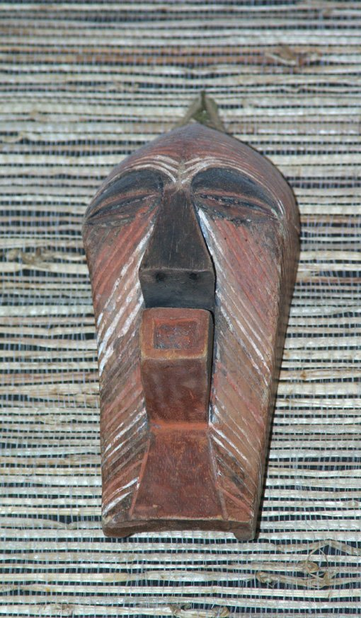 24: AFRICAN MASK