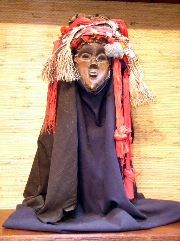 42: AFRICAN MASK WITH FULL MASQUERADE