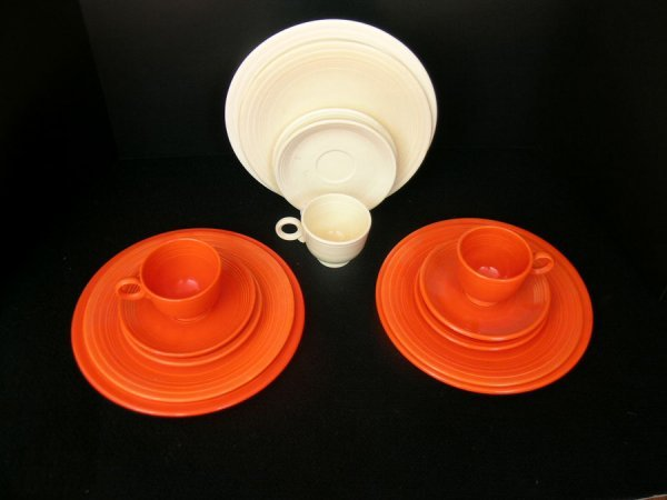 178: 15 PCS FIESTA WARE RED & IVORY