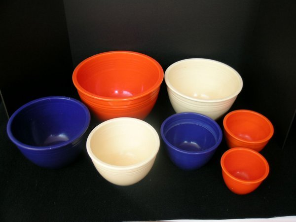 185: SEVEN FIESTA WARE MIXING BOWLS IN RED, BLUE, & IVO