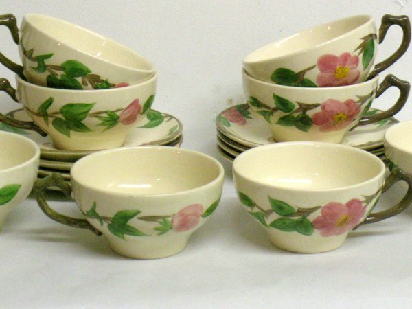 303: ENGLISH FRANCISCAN WARE CUPS AND SAUCERS