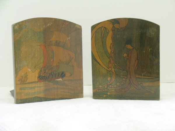 319: PAIR LACQUERED BOOKENDS