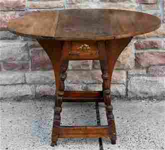 American William & Mary Butterfly Table