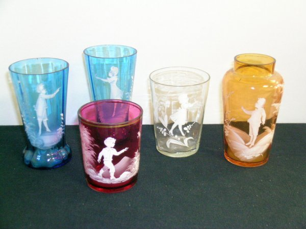 9: FIVE PIECES MARY GREGORY GLASS