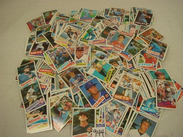 944: 1985 TOPPS BASEBALL CARD SET