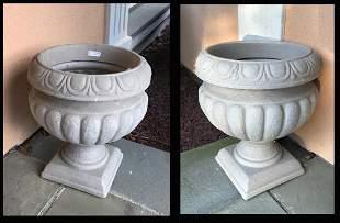 Pr. Decorator Pedestaled Garden Planters