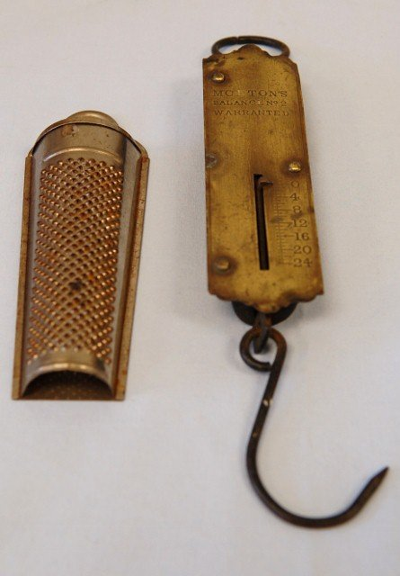 21: MORTONS SCALE AND NUTMEG GRATER