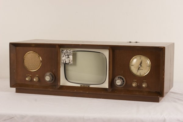 VINTAGE BEL-AIRE TV/RADIO/CLOCK
