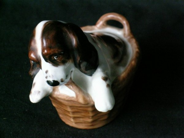ROYAL DOULTON DOG IN A BASKET FIGURE