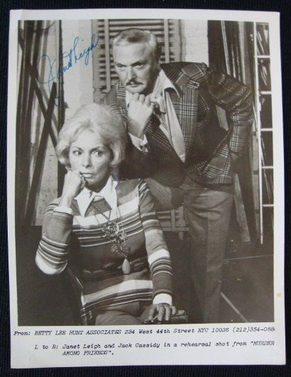 15: JANET LEIGH SIGNED PHOTOGRAPH