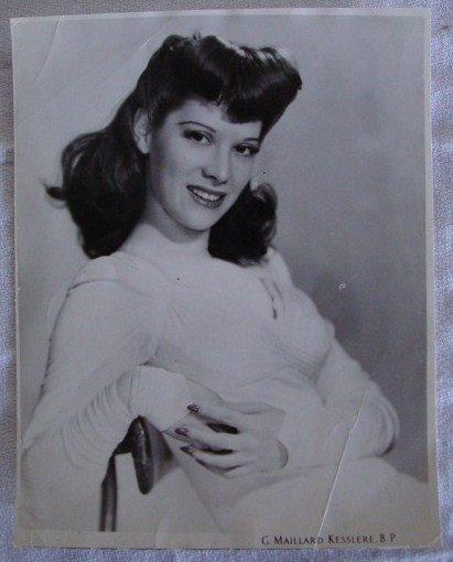 5: DINAH SHORE PORTRAIT BY KESSLERE