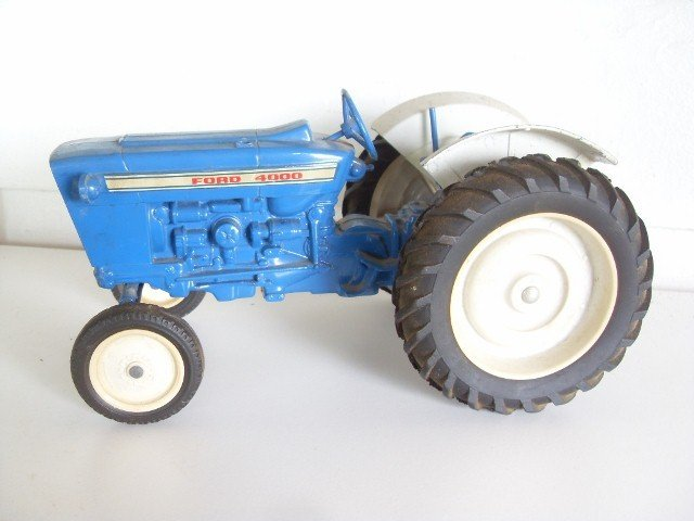 5: FORD 4000 TRACTOR