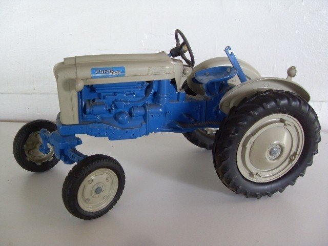 6: FORD 4000 TRACTOR