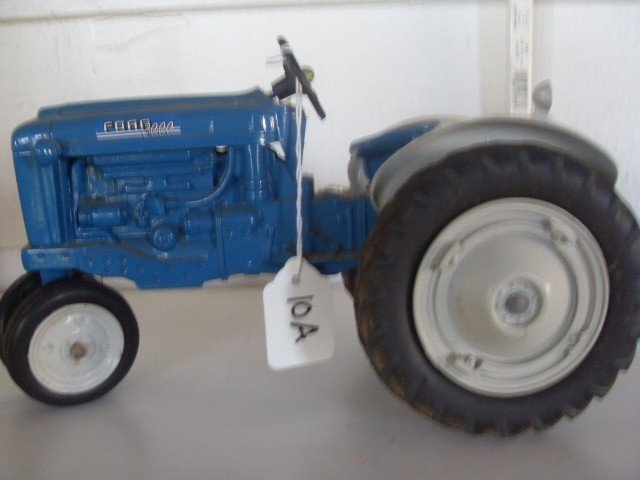 10A: FORD 2000 TRACTOR