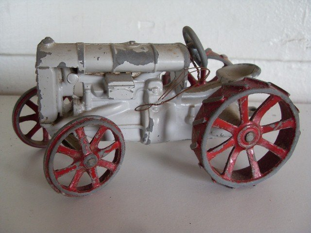11: FORDSON TRACTOR