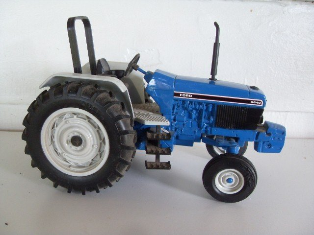 12: FORD 5640 TRACTOR