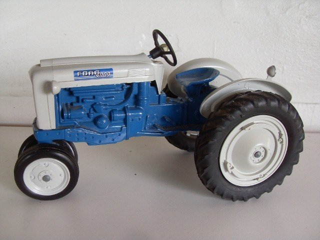 16: FORD 4000 TRACTOR