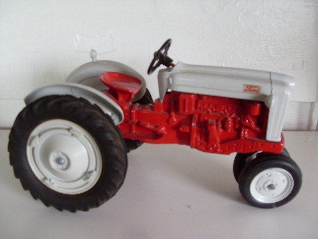 19: FORD 900 TRACTOR