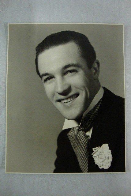 13: GENE KELLY PORTRAIT BY VAN DAMM-1939
