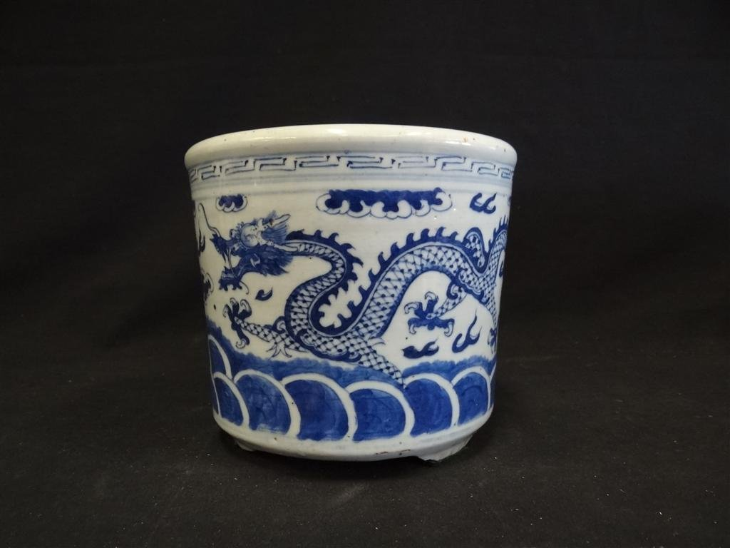 7: LATE 19TH C. CHINESE PORCELAIN CENSOR
