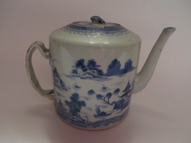 Canton Tea Pot. C. Late 1700's - 2
