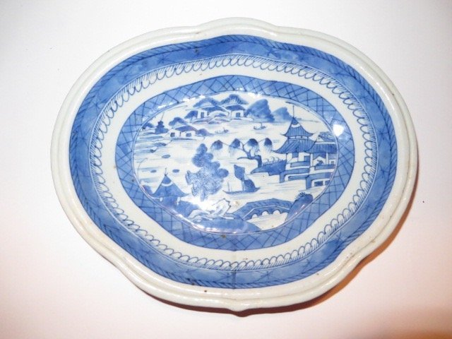 Canton Butterfly Serving Dish. C. 1840's