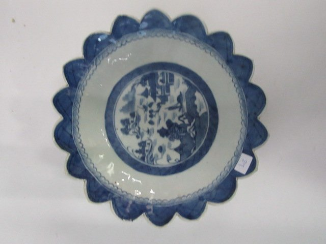 Chinese Canton Scalloped Bowl
