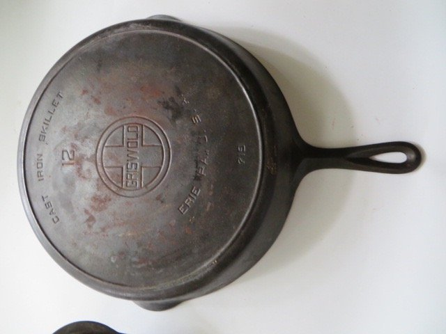 Large Griswold Cast Iron Covered Skillet - 4