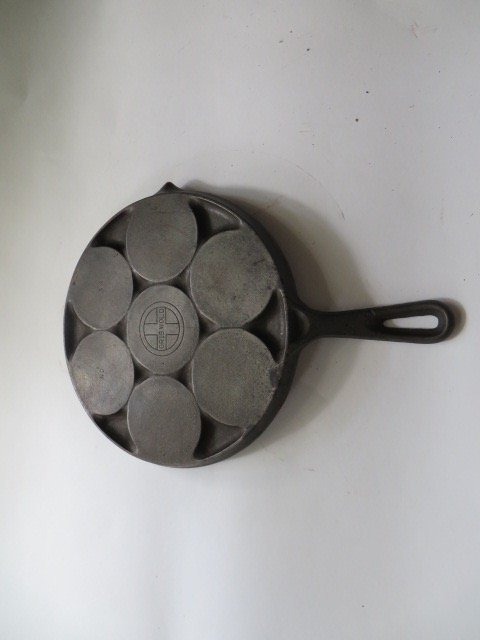 Griswold Cast Iron Plett Pan - 2