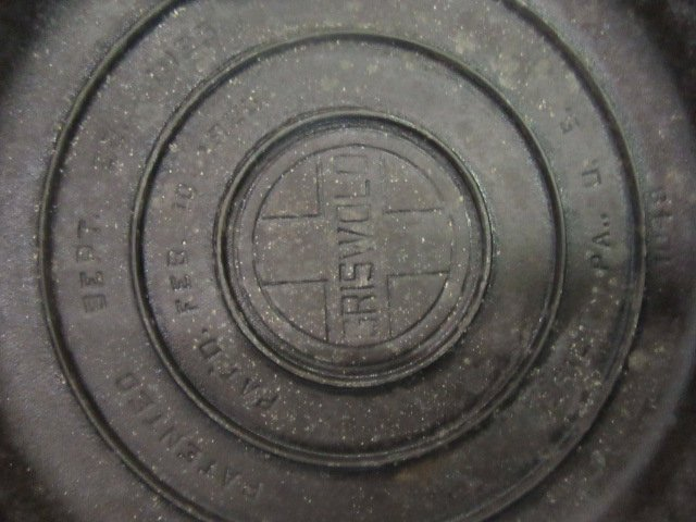 Griswold Cast Iron Skillet With Lid - 2